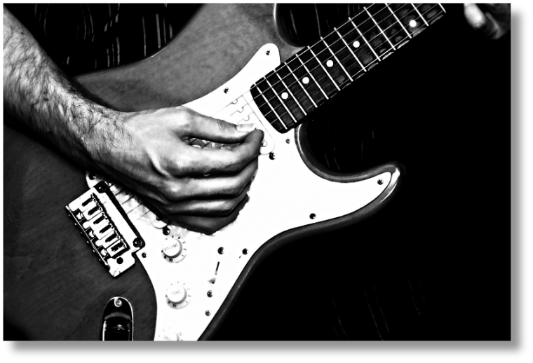 guitare-bw-800px